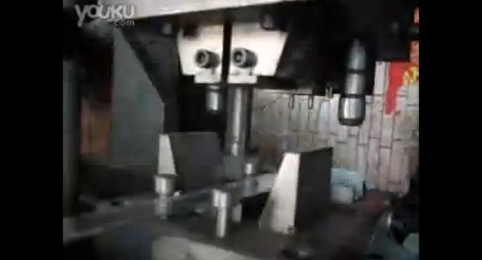 视频: PET塑钢扣自动生产组合模具